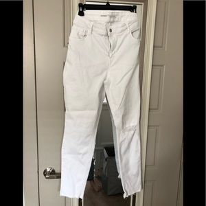 Old Navy White Distressed Jeans NWOTS, Soft Comfy!